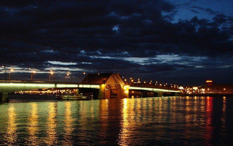Развод моста Александра Невского